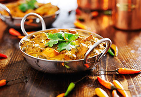 Bollywood Lounge Wirral creamy chicken curry served in a balti dish with fresh chillies