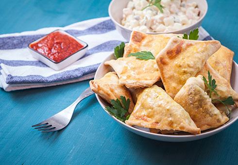Kashmir Tandoori Shiremoor Newcastle crispy freshly made samosas with traditional accompaniments